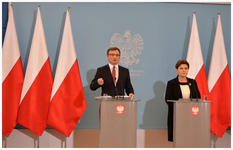 Wspólna konferencja prasowa ministra sprawiedliwości Zbigniewa Ziobro i premier Beaty Szydło na temat zmian w Ustawie o komornikach sądowych i egzekucji